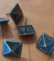 Pyramid Head Tacks LE-BR570 in Bronze 100 Count